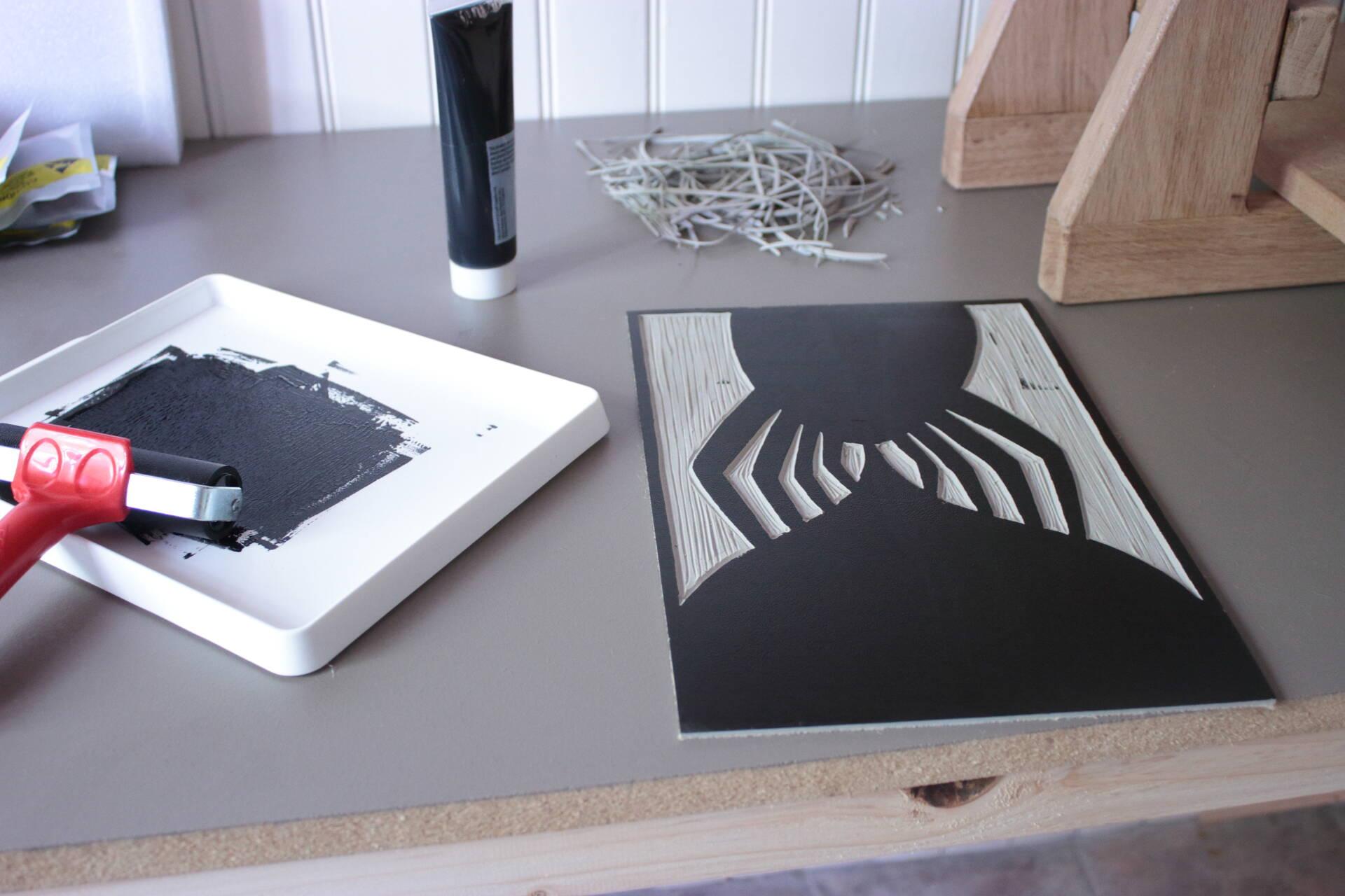 Linogravure La bête à encrer